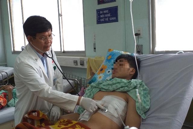 Sốc: Bệnh nhân 19 tuổi bị... tăm đâm xuyên gan, thủng tim - 3