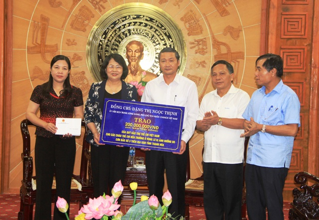 Phó Chủ tịch nước trao quà hỗ trợ đồng bào bị thiệt hại do mưa lũ - 4