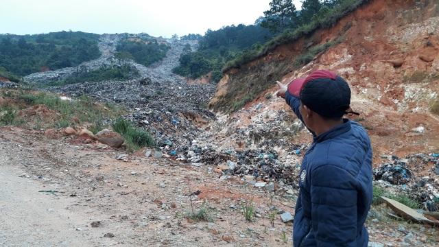 Mưa lũ kéo hàng ngàn tấn rác đổ ụp xuống thung lũng hoa màu - 4