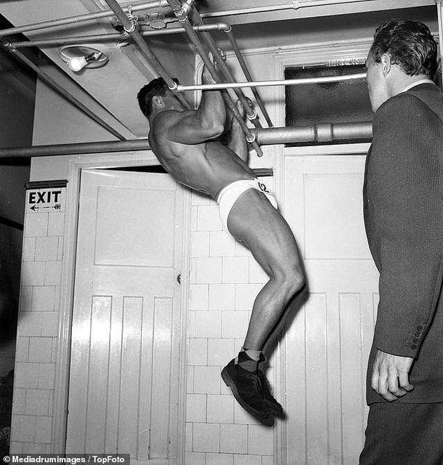 """""""Điệp viên 007"""" Sean Connery từng đi thi Mr Universe khoe cơ bắp lực lưỡng - 18"""