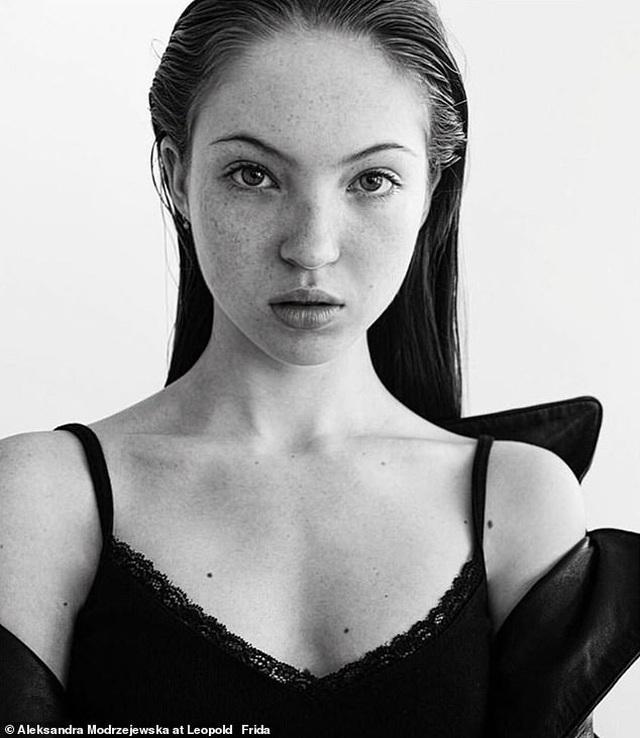 Vẻ đẹp thiếu nữ của con gái siêu mẫu Kate Moss - 1