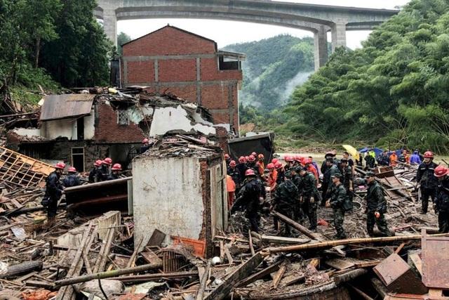 Bão Lekima gây sập nhà cao tầng ở Trung Quốc, số người chết tăng lên 49 - 1