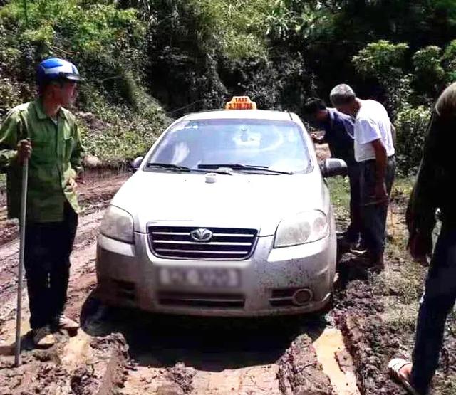 Trưởng công an xã kể lại thời điểm bắt giữ 3 người nước ngoài nghi giết lái xe taxi - 1