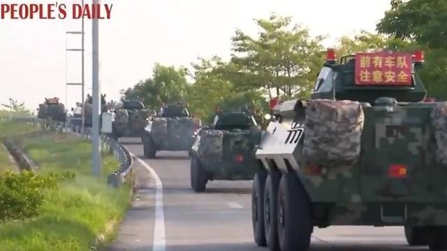 Xe thiết giáp Trung Quốc xuất hiện gần Hong Kong - 1
