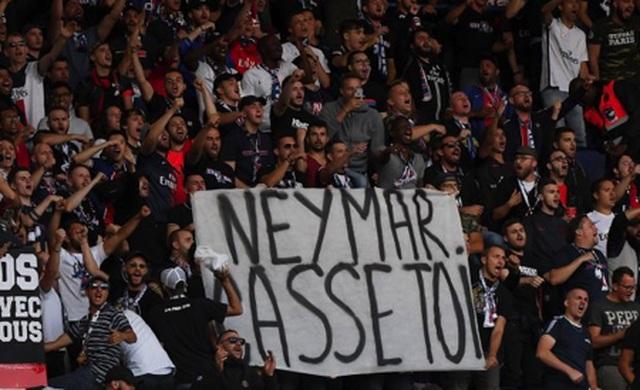 Cổ động viên tẩy chay, Neymar vẫn được cô em gái xinh đẹp bảo vệ - 2