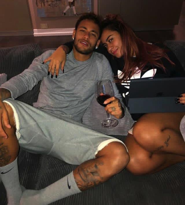 Cổ động viên tẩy chay, Neymar vẫn được cô em gái xinh đẹp bảo vệ - 3