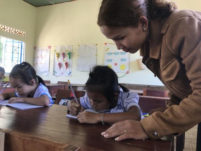 Học sinh dân tộc thiểu số đến trường sớm để học tiếng Việt trước khi vào lớp 1 - 2