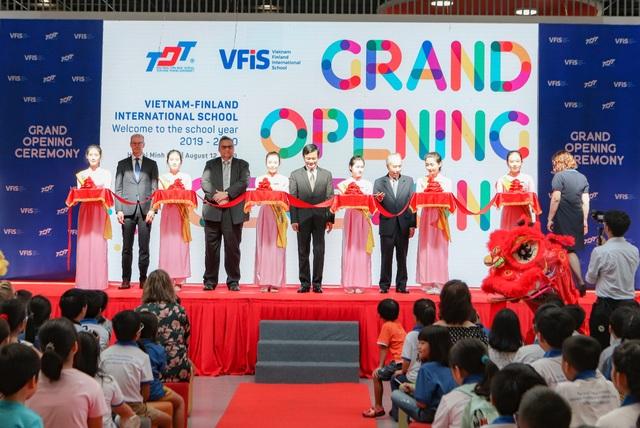 Trường quốc tế Việt Nam - Phần Lan khai giảng năm học đầu tiên - 1