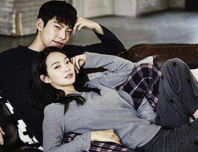 Shin Min Ah cảm động trước hành động lãng mạn của Kim Woo Bin - 1
