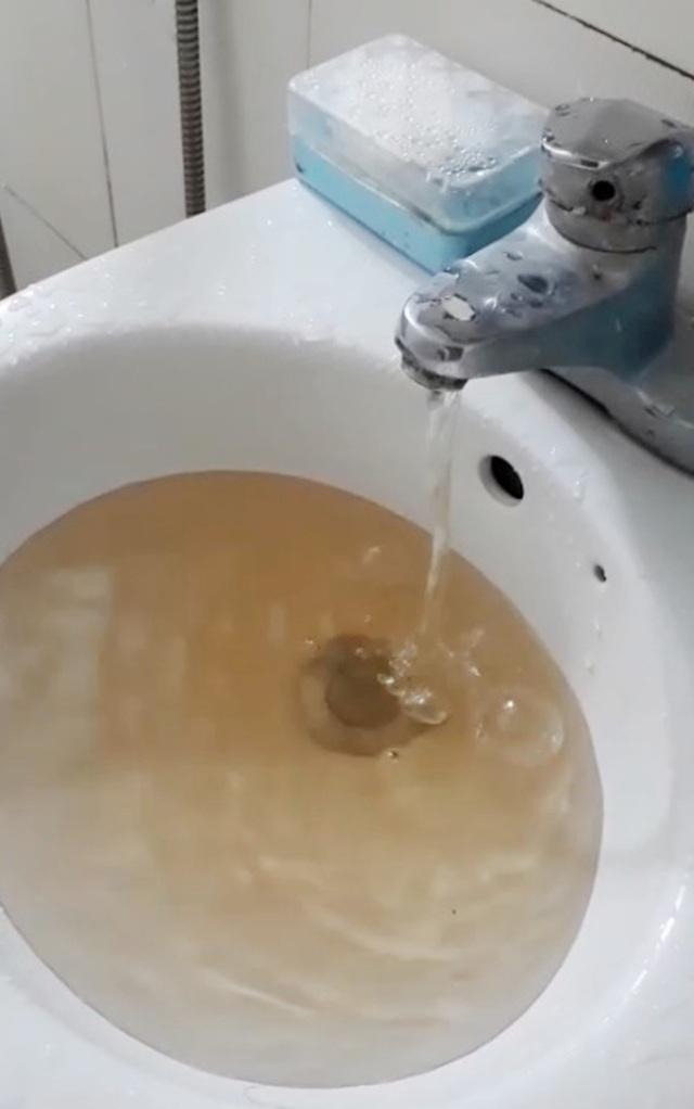 Nước máy bỗng chuyển màu vàng đục và hôi bất thường tại TP Huế! - 1