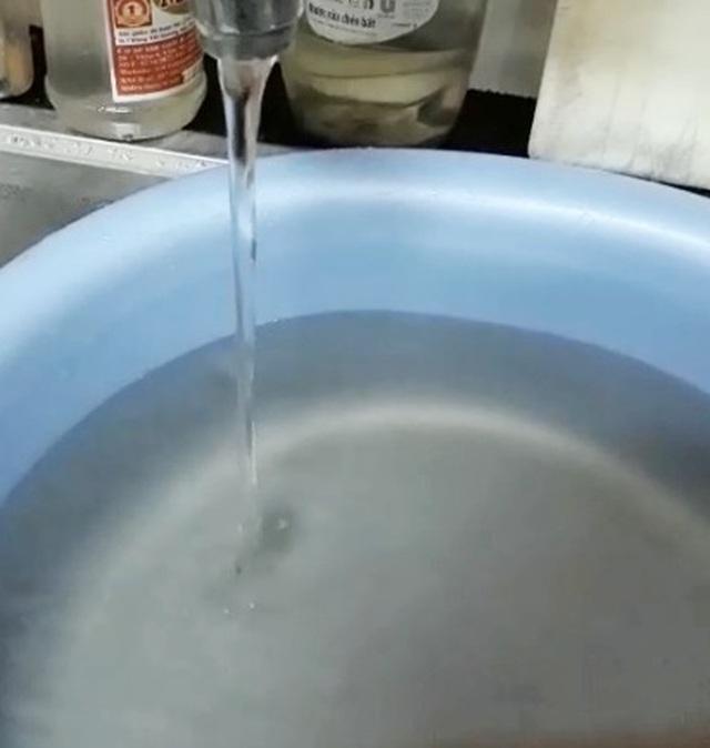 Nước máy bỗng chuyển màu vàng đục và hôi bất thường tại TP Huế! - 2