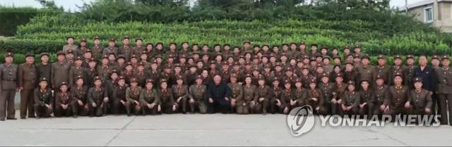 Ông Kim Jong-un phong hàm quân đội cho hơn 100 nhà khoa học quốc phòng - 2