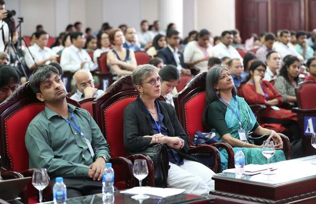 Gần 500 nhà khoa học thế giới hội tụ chia sẻ, truyền cảm hứng về kinh tế học - 1