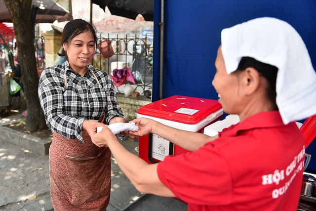 Hà Nội: Dùng xe buýt làm điểm trú nóng cho người lao động - 4