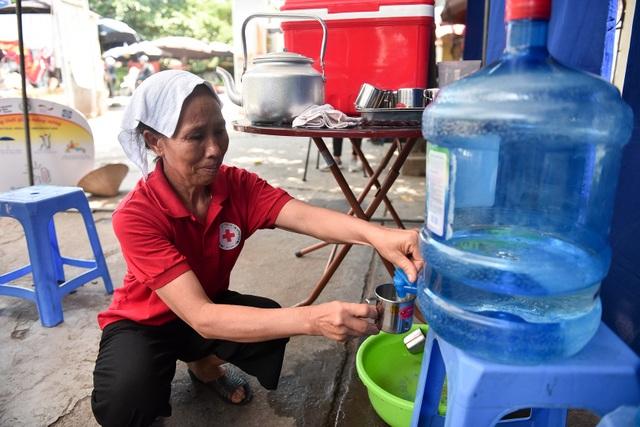 Hà Nội: Dùng xe buýt làm điểm trú nóng cho người lao động - 6