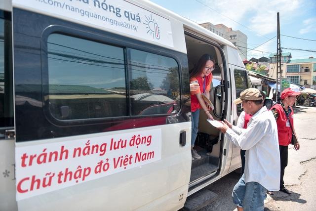 Hà Nội: Dùng xe buýt làm điểm trú nóng cho người lao động - 10