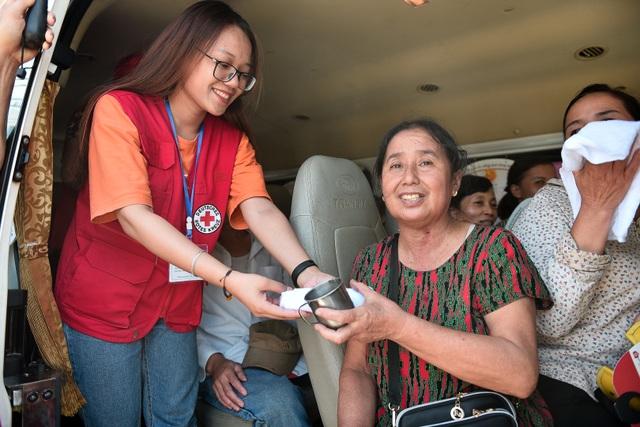 Hà Nội: Dùng xe buýt làm điểm trú nóng cho người lao động - 11