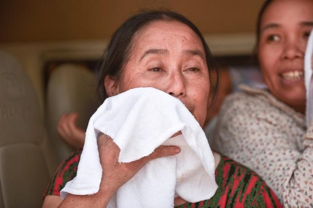 Hà Nội: Dùng xe buýt làm điểm trú nóng cho người lao động - 12