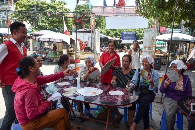 Hà Nội: Dùng xe buýt làm điểm trú nóng cho người lao động - 2