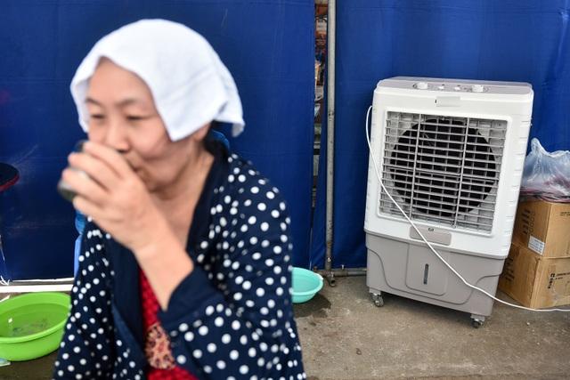 Hà Nội: Dùng xe buýt làm điểm trú nóng cho người lao động - 8