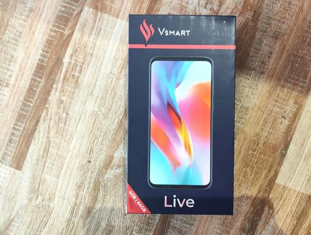 Trên tay Vsmart Live: 3 camera, cảm biến vân tay màn hình giá 6,9 triệu đồng - 1