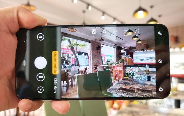Trên tay Vsmart Live: 3 camera, cảm biến vân tay màn hình giá 6,9 triệu đồng - 8