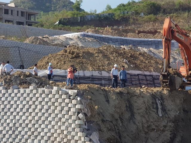 """Khánh Hòa: Giám sát việc tháo dỡ bức tường chắn """"khủng"""" sai phép đe dọa nhà dân - 6"""