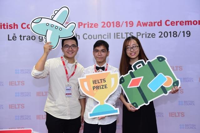 Ba thí sinh Việt Nam xuất sắc nhận Học bổng IELTS Prize - 1