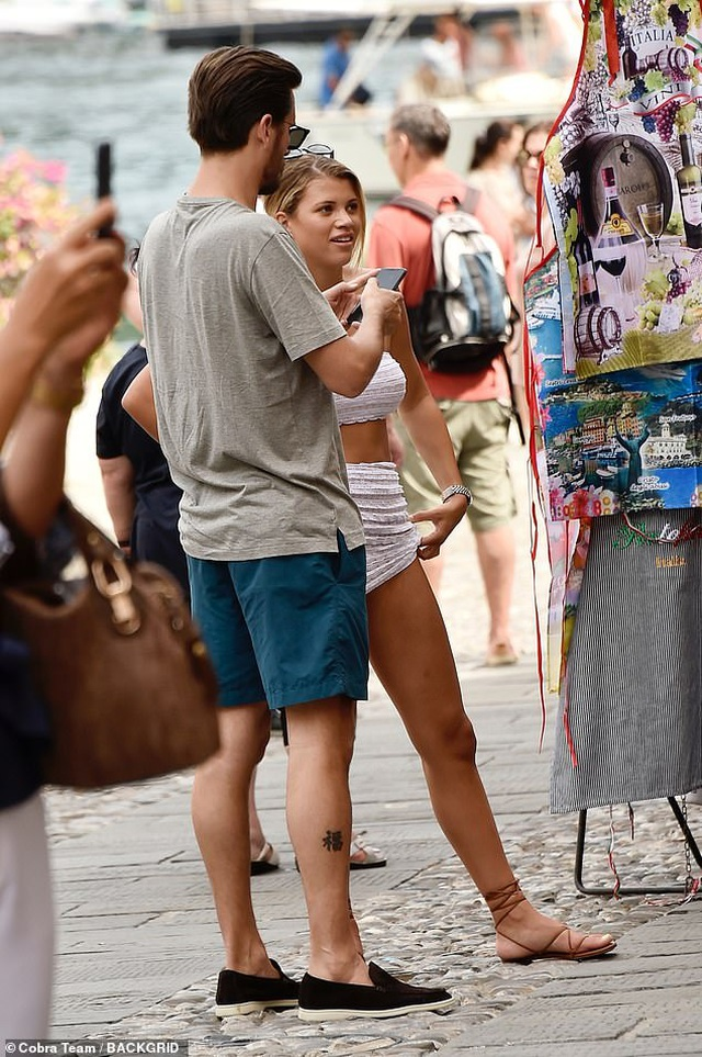 Sofia Richie mặc gợi cảm sánh đôi bạn trai hơn 16 tuổi - 3