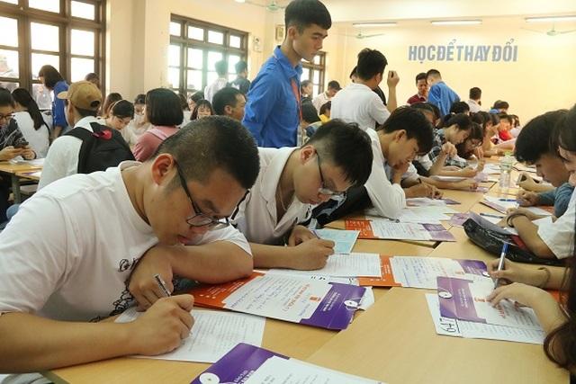 Trường ĐH Đại Nam hỗ trợ hàng ngàn thí sinh nhập học - 2