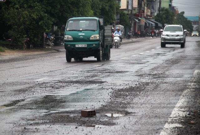 Bình Định: Sẽ dừng thu phí BOT nếu để Quốc lộ 1 xấu xí, hư hỏng - 2