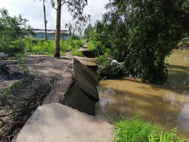 """Sạt lở ở Bạc Liêu: """"Tan nát"""" bờ kênh quê! - 2"""