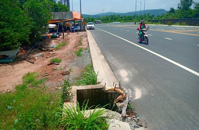 Hàng loạt cống trên tuyến đường đẹp nhất nhì Phú Quốc há miệng bẫy người! - 7