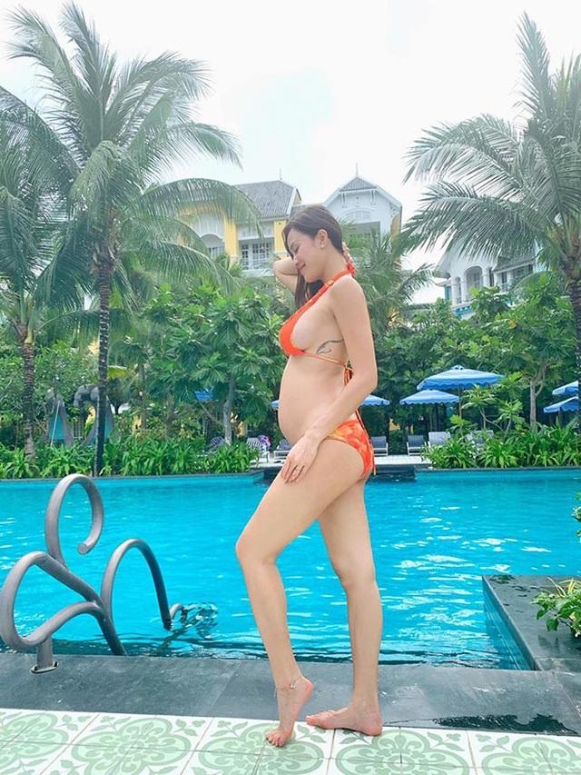 Phương Mai bụng bầu 5 tháng vẫn mặc bikini, múa cột sexy - 4