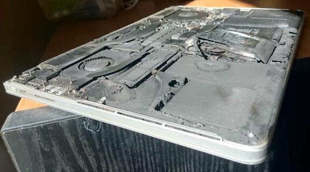 MacBook Pro có thể bị cấm mang lên máy bay vì nguy cơ cháy, nổ pin - 1