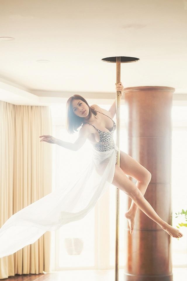 Phương Mai bụng bầu 5 tháng vẫn mặc bikini, múa cột sexy - 1