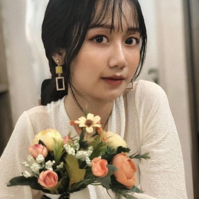 """Nữ sinh Lào Cai xinh đẹp, được ví như """"thiên thần ảnh thẻ"""" - 2"""
