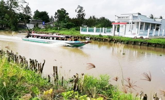 """Sạt lở ở Bạc Liêu: """"Tan nát"""" bờ kênh quê! - 28"""