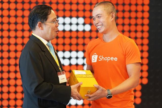 Tổng lãnh sự quán Thái Lan cùng hơn 30 doanh nghiệp ghé thăm Shopee Việt Nam - 4