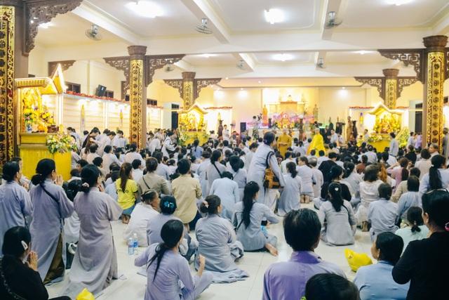 Người dân đổ về các chùa dự lễ Vu lan báo hiếu - 1