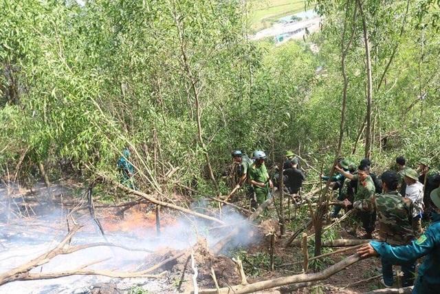 Hơn 6 giờ chiến đấu với giặc lửa trên núi Hang - 2