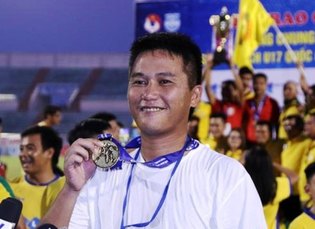 HLV Vũ Quang Bảo chia tay CLB Thanh Hóa sau 7 vòng đấu V-League 2019 - 2