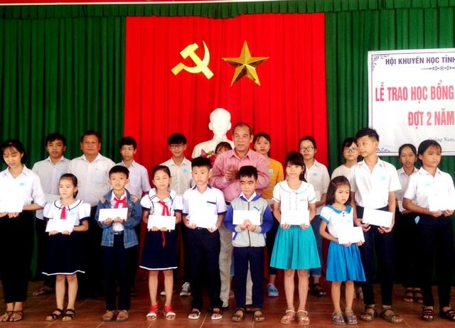 Hội Khuyến học Quảng Nam trao học bổng