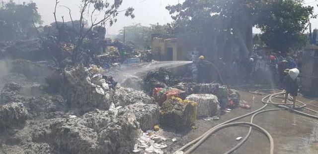 Xưởng sơ chế phế liệu bất ngờ bốc cháy dữ dội  - 3
