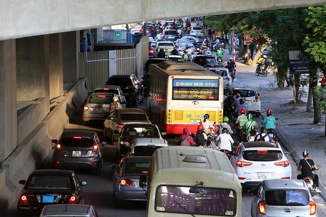 Giao thông chật vật qua những công trường đường trên cao ở Hà Nội - 2