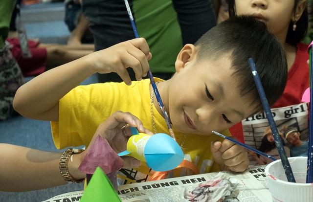 Học sinh Hà Nội hào hứng tham gia hội chợ Bảo vệ môi trường - 1