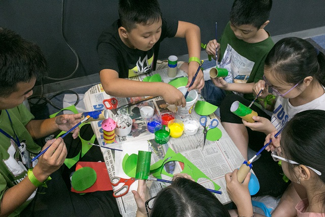 Học sinh Hà Nội hào hứng tham gia hội chợ Bảo vệ môi trường - 2