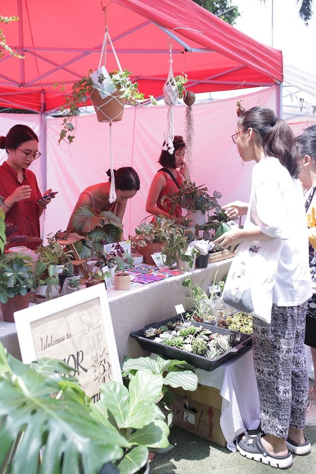 Học sinh Hà Nội hào hứng tham gia hội chợ Bảo vệ môi trường - 5