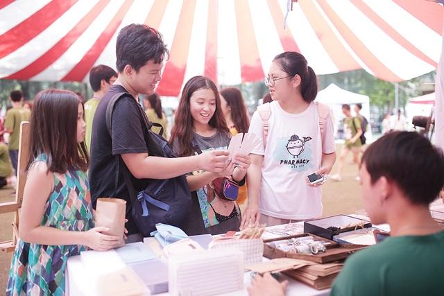 Học sinh Hà Nội hào hứng tham gia hội chợ Bảo vệ môi trường - 6