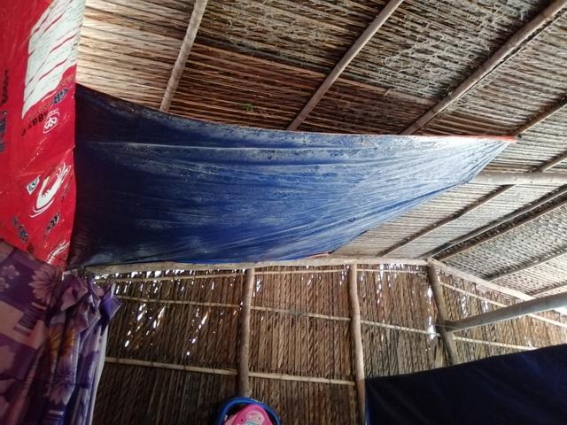 Xót thương cảnh vợ chồng Út Nhớ ôm con thơ trong lều bạt vượt qua cơn bão số 3 - 12